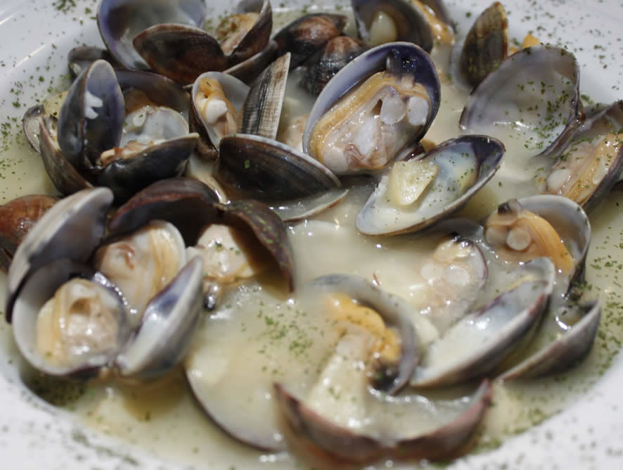 Almejas a la marinera o salsa verde