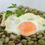 Habitas con jamón y huevo en Fogón de Galicia