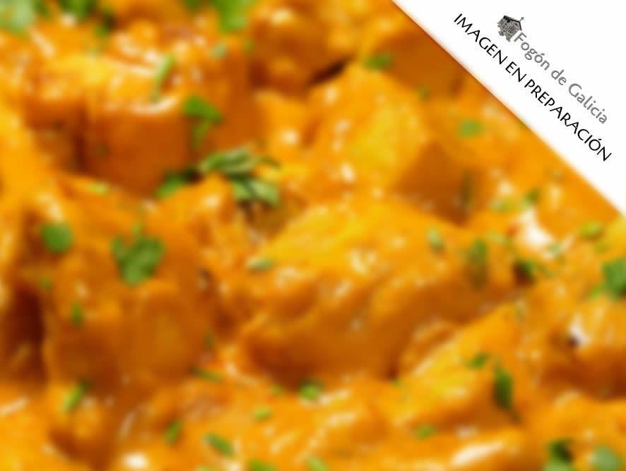 Pollo en adobo con salsa de curry